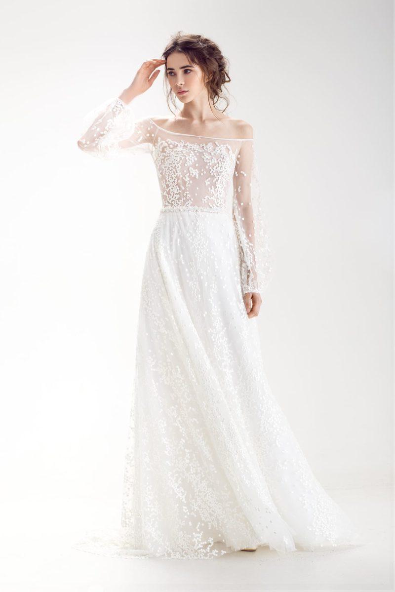 Свадебное платье с элегантной юбкой А-силуэта и рукавами широкого кроя.