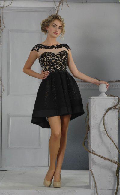 Черное вечернее платье с золотистой подкладкой и укороченной спереди юбкой.