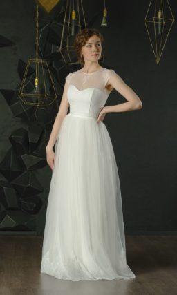 Белое платье с рукавами