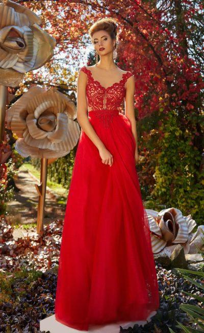 Прямое платье красного цвета
