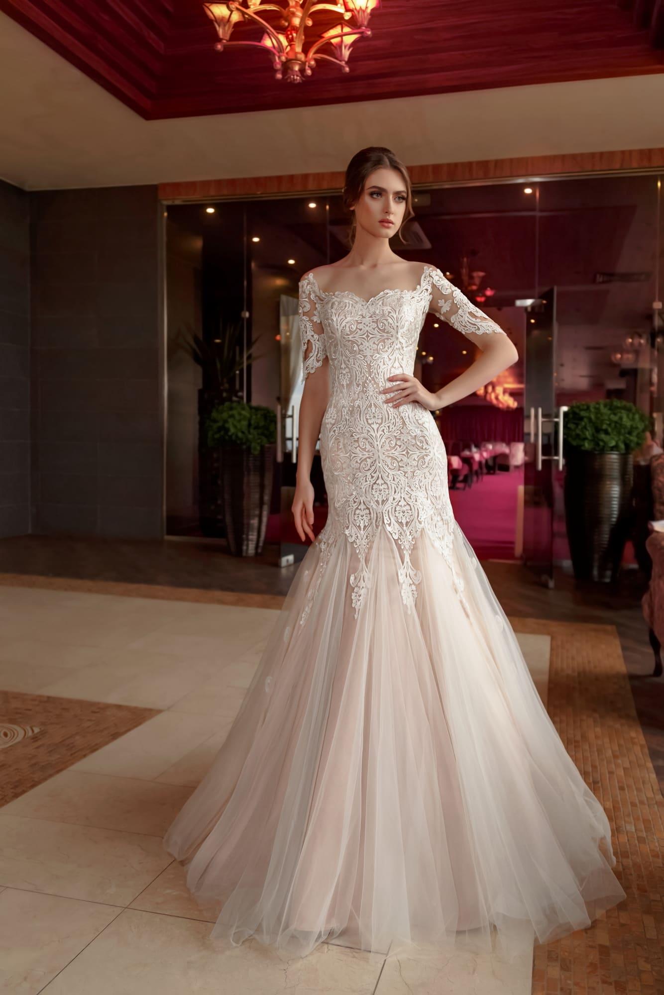 763ffd5ffd9 Кружевное свадебное платье «русалка» с бежевой подкладкой и длинным рукавом.