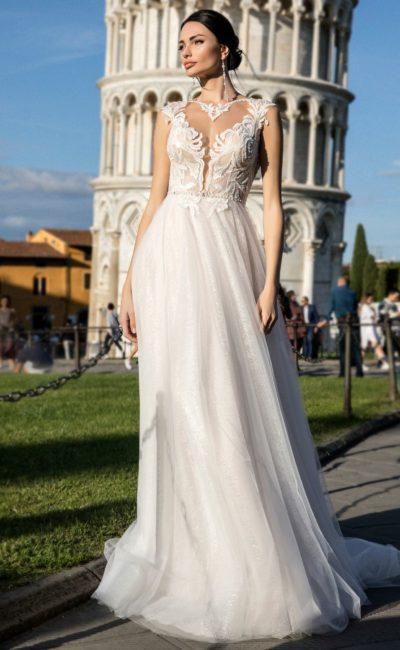 Свадебное платье с элегантной юбкой и оригинальным декором верха.