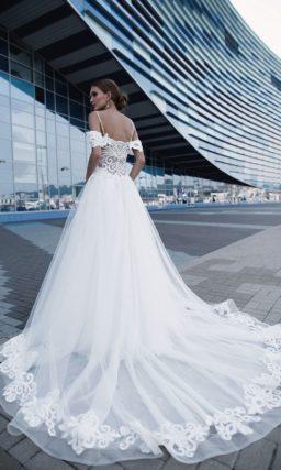 Свадебное платье с широкой юбкой