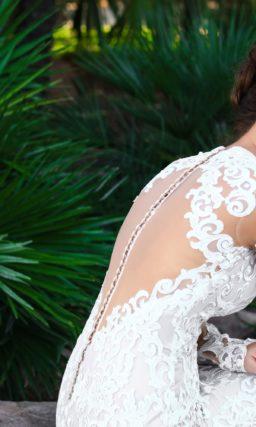 Короткое платье с длинным рукавом из кружева