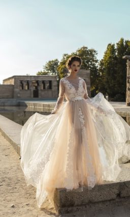 Бежевое свадебное платье-трансформер с полупрозрачным верхом.