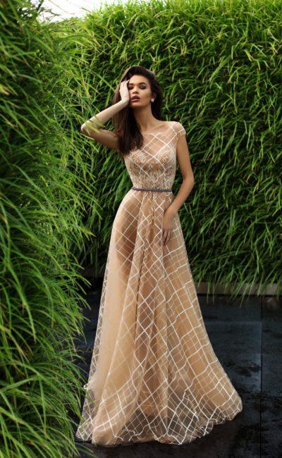 Бежевое коктейльное платье