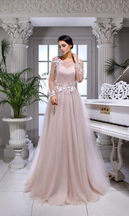Розовое платье с длинным рукавом