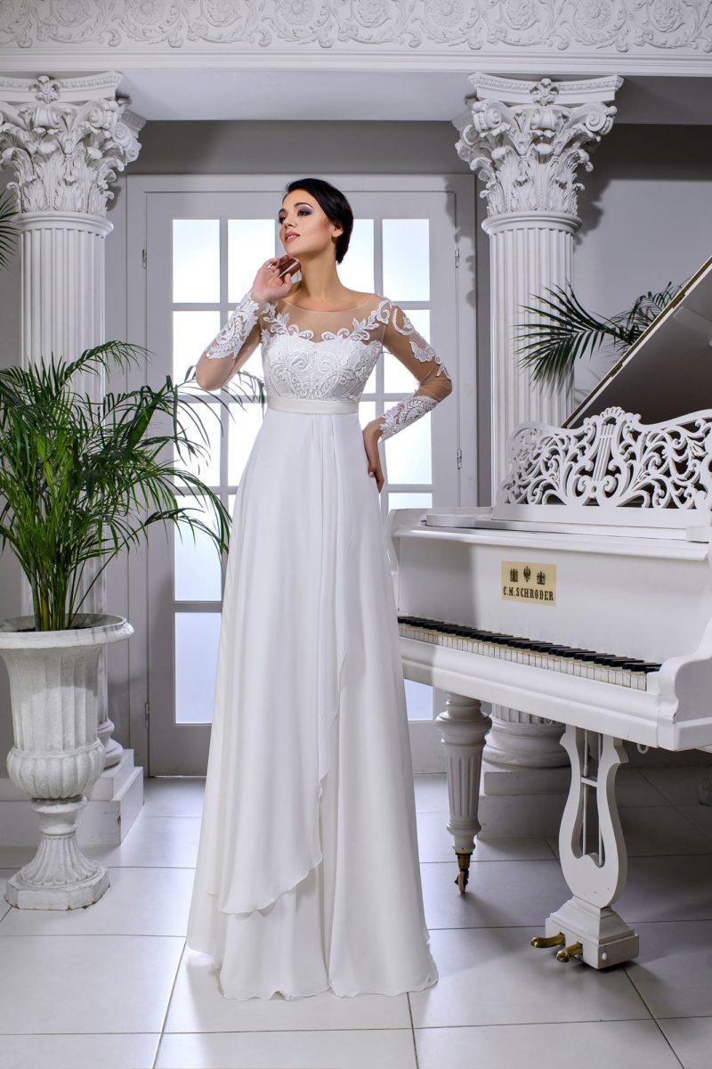 Ампирное свадебное платье с прозрачным рукавом и открытой спинкой.
