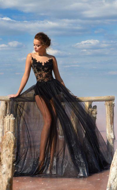 Черное вечернее платье с кружевным корсетом и прозрачной юбкой.