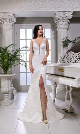 Свадебное платье «русалка» с открытой спинкой и кружевом.