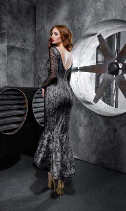 Облегающее платье с длинным рукавом