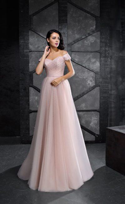 Розовое вечернее платье с широкими бретелями и юбкой в пол.