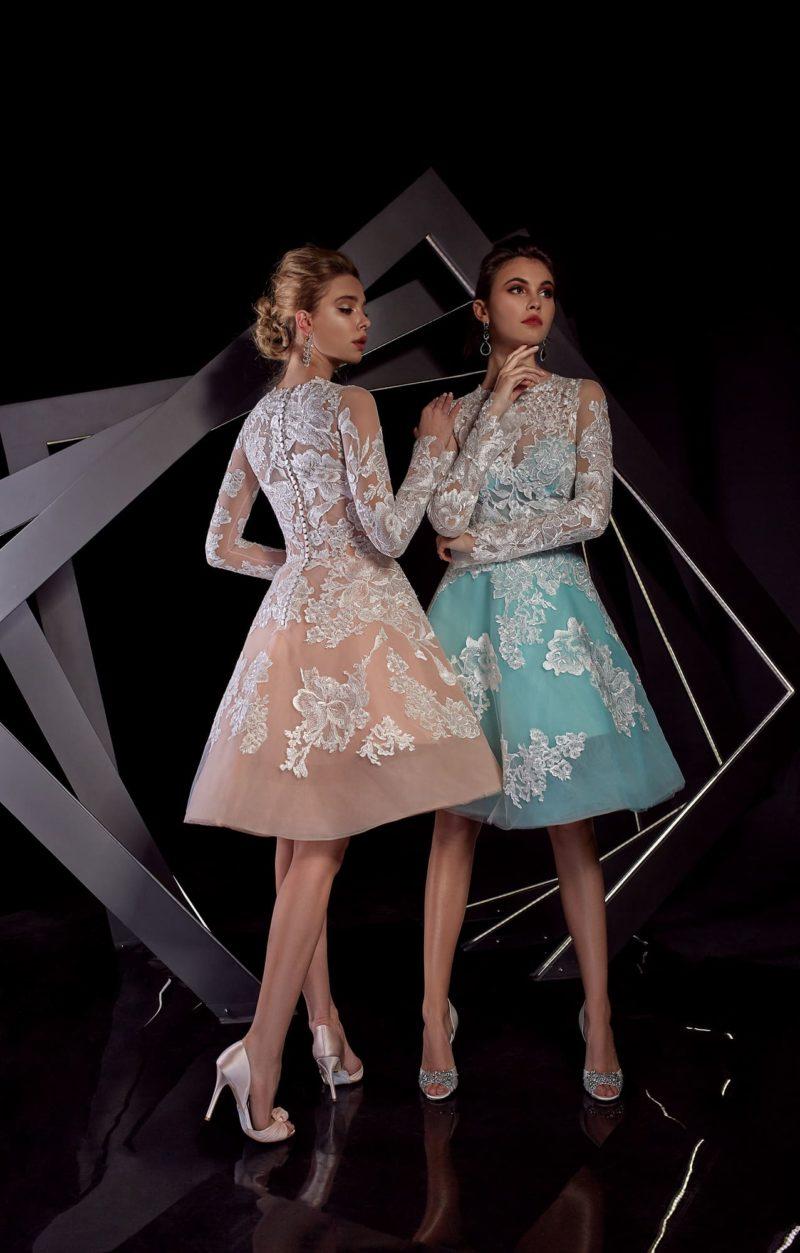 Вечернее платье длины миди с длинным рукавом и кружевным декором.