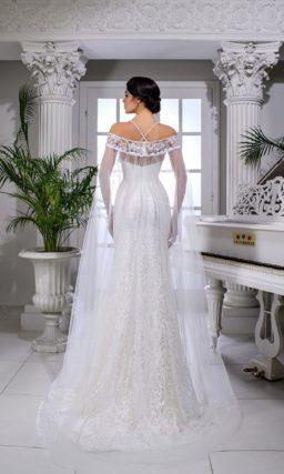 Свадебное платье «русалка» с открытым лифом на бретельках-спагетти.