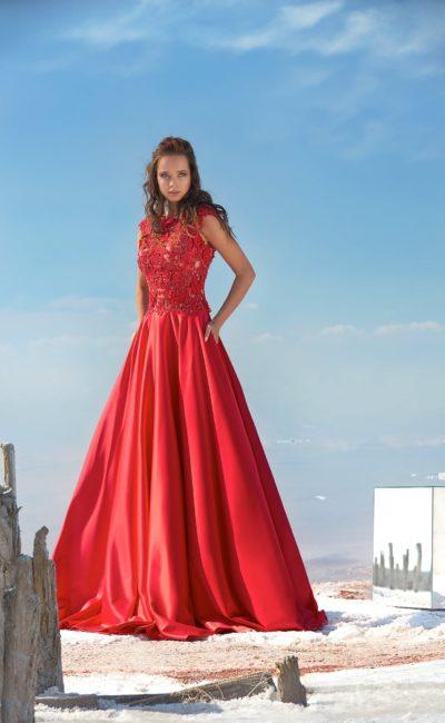 Алое вечернее платье с кружевным верхом и V-образным вырезом сзади.