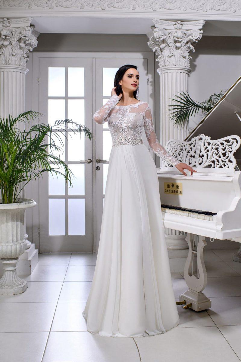 Прямое свадебное платье с лифом на пудровой подкладке.