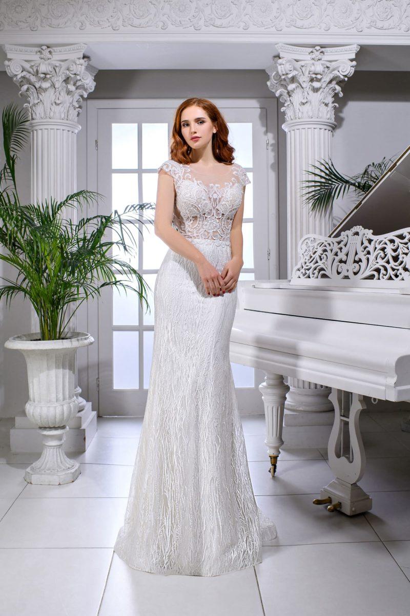 Свадебное платье «русалка» с открытой V-образным вырезом спинкой.
