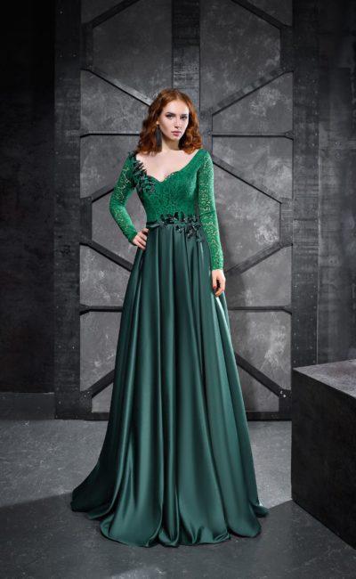 Изумрудное платье с длинным рукавом