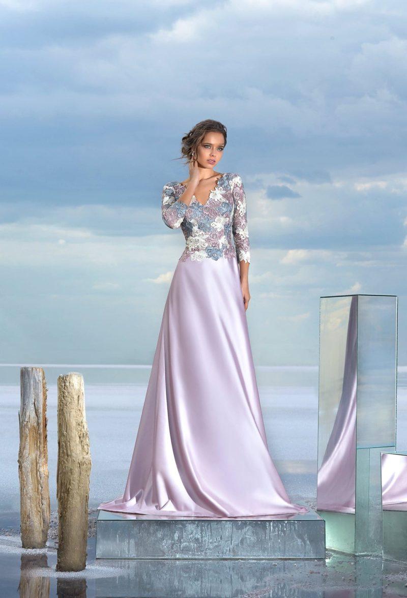 Лавандовое вечернее платье с кружевным верхом и юбкой в пол.