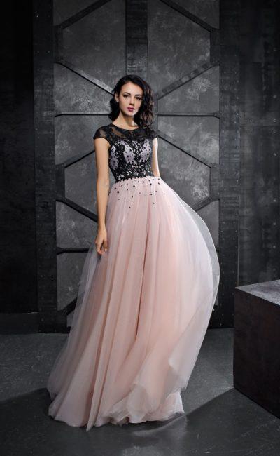 Розовое вечернее платье с юбкой в пол и черным верхом.