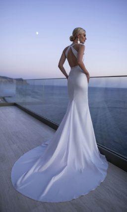 свадебное платье c V-образным глубоким декольте