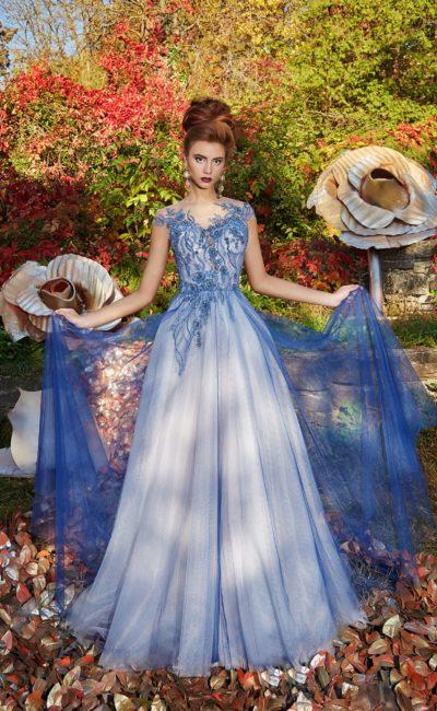 Голубое вечернее платье с вышивкой по лифу и чарующей пышной юбкой.