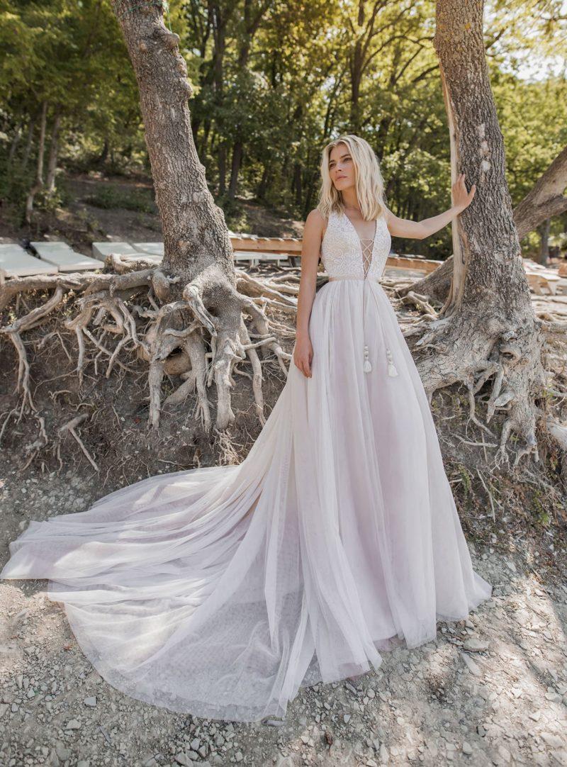 свадебное платье с кружевным закрытым верхом