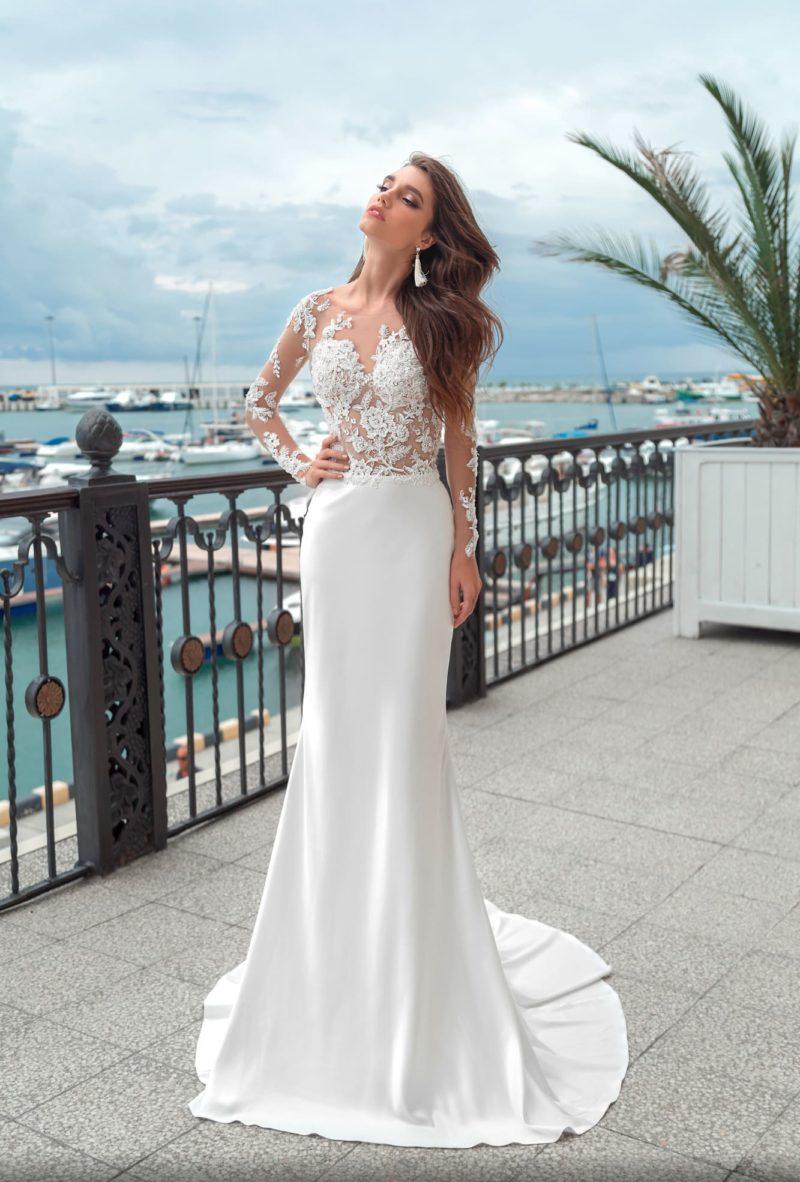 Прямое свадебное платье с изысканным полупрозрачным верхом с рукавом.