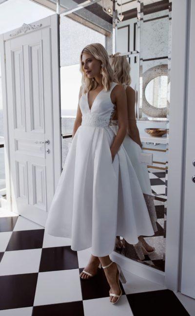 Простое свадебное платье с лаконичным кроем