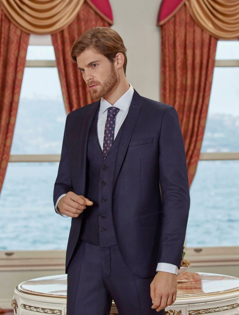 ▶▶Темно-синий мужской костюм с жилетом и прямыми брюками. ☎ +7 495 724 26 05 ▶▶ Свадебный центр Вега Ⓜ Петровско-Разумовская