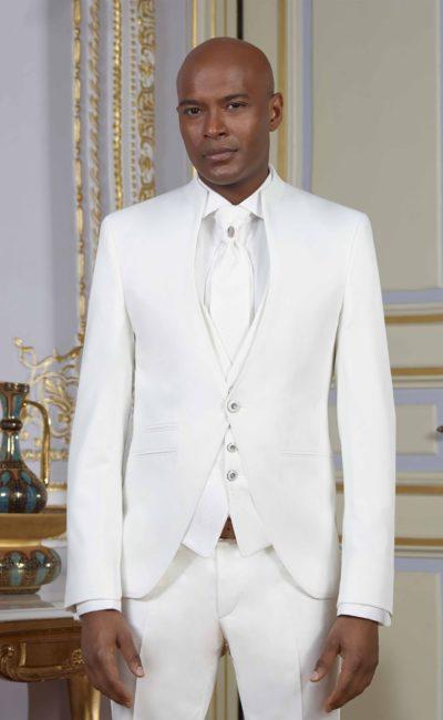 Белый мужской свадебный костюм-тройка