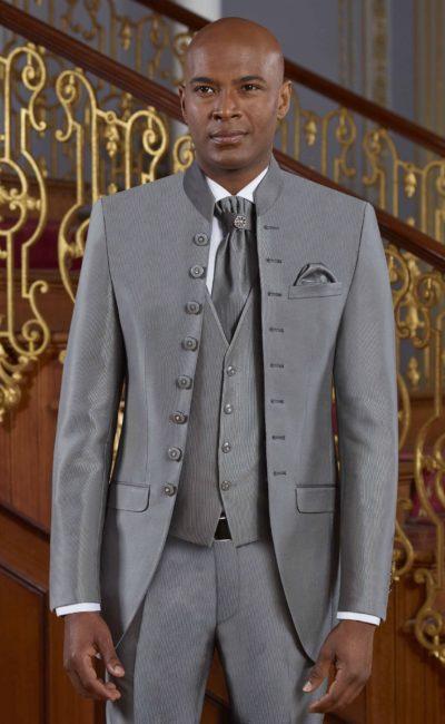 Мужской серый костюм-тройка