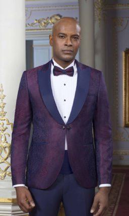 Мужской костюм необычного цвета