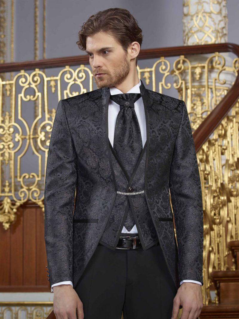 ▶▶Мужской свадебный костюм с темно-серыми пиджаком и жилетом и черными брюками. ☎ +7 495 724 26 05 ▶▶ Свадебный центр Вега Ⓜ Петровско-Разумовская