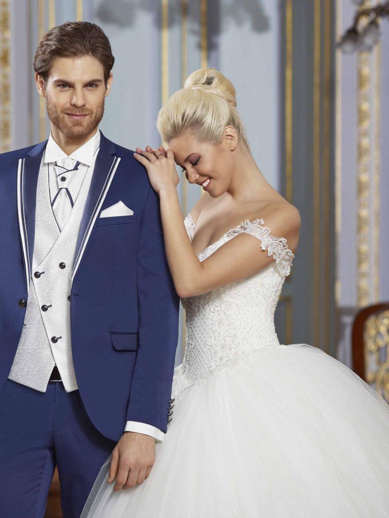 ▶▶Синий мужской свадебный костюм-тройка с белоснежным жилетом. ☎ +7 495 724 26 05 ▶▶ Свадебный центр Вега Ⓜ Петровско-Разумовская