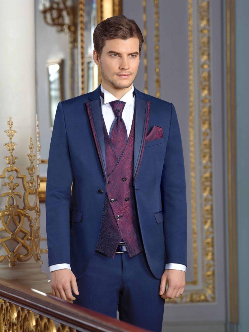 ▶▶Синий мужской свадебный костюм-тройка с фиолетовым жилетом. ☎ +7 495 724 26 05 ▶▶ Свадебный центр Вега Ⓜ Петровско-Разумовская