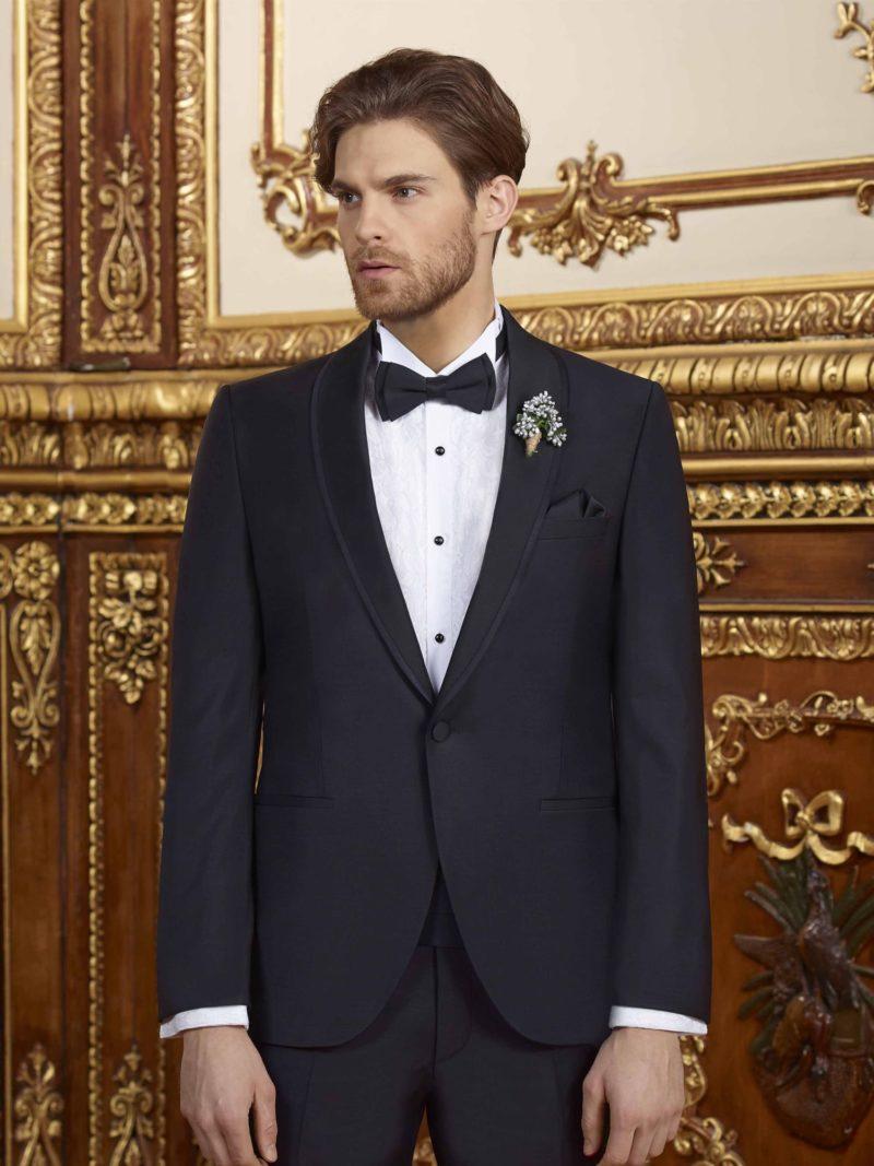 ▶▶Черный свадебный мужской костюм с бутоньеркой на воротнике. ☎ +7 495 724 26 05 ▶▶ Свадебный центр Вега Ⓜ Петровско-Разумовская