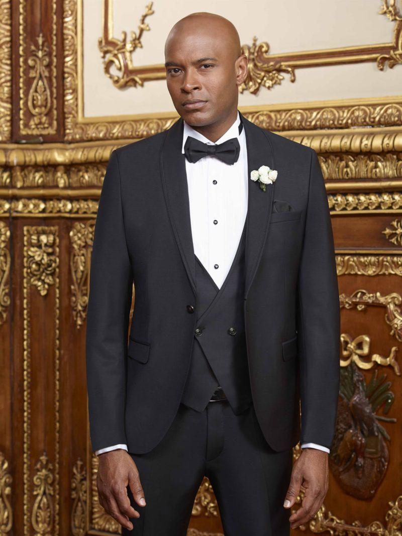 ▶▶Черный свадебный мужской костюм с жилетом и нагрудным платком. ☎ +7 495 724 26 05 ▶▶ Свадебный центр Вега Ⓜ Петровско-Разумовская