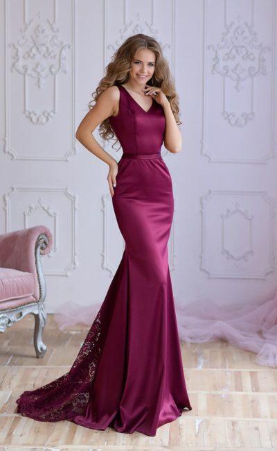 Облегающее малиновое платье