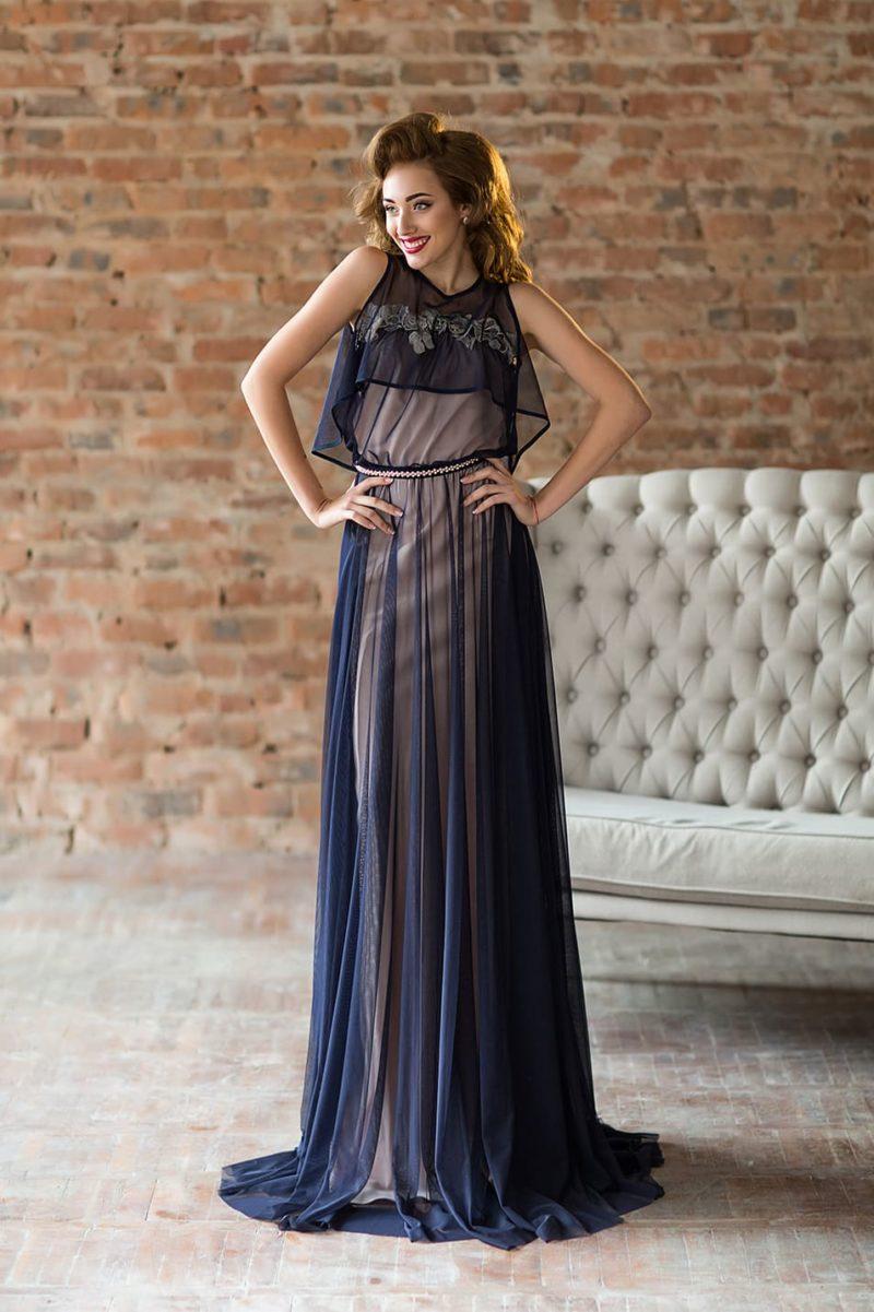 Синее вечернее платье на бежевой подкладке, со съемной накидкой.