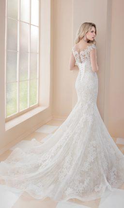 Свадебное платье «рыбка» с выразительным кружевным декором.