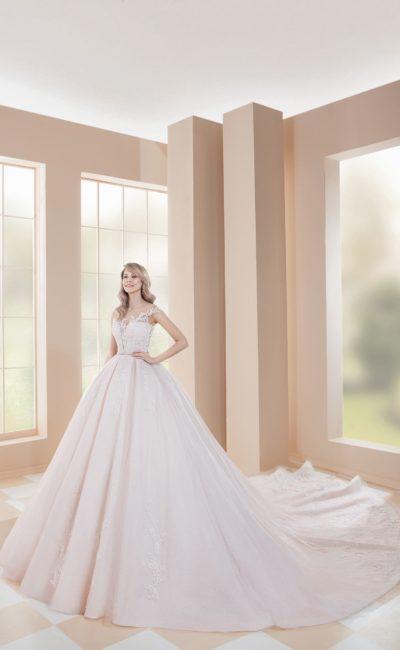 Свадебное платье очень пышного силуэта