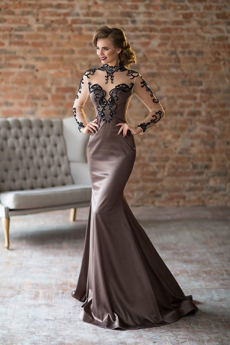 Лиловое вечернее платье с прозрачной вставкой над лифом и юбкой «русалка».