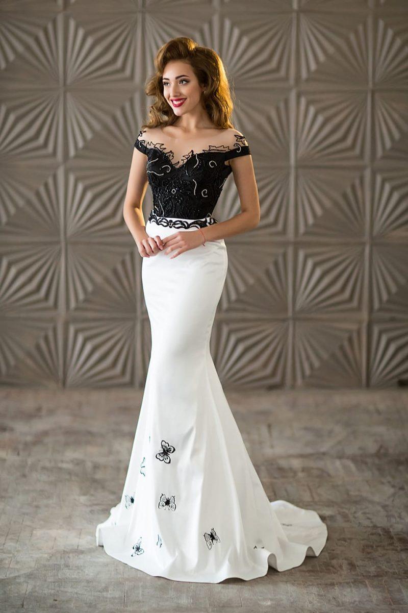 Черно-белое вечернее платье «русалка» с прозрачной вставкой над вырезом.