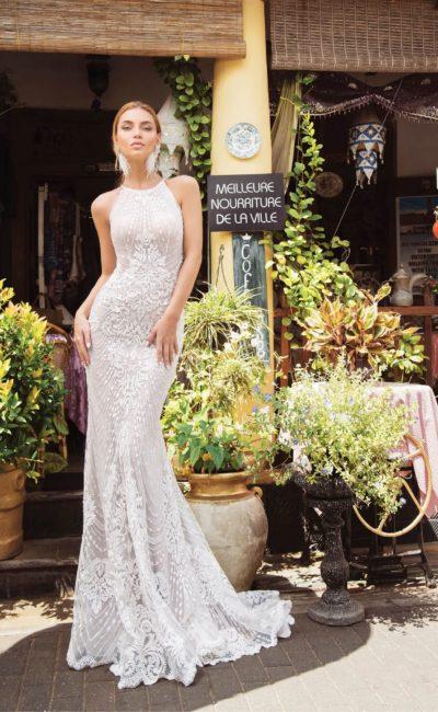 Свадебное платье «рыбка» с открытой спинкой и американской проймой.