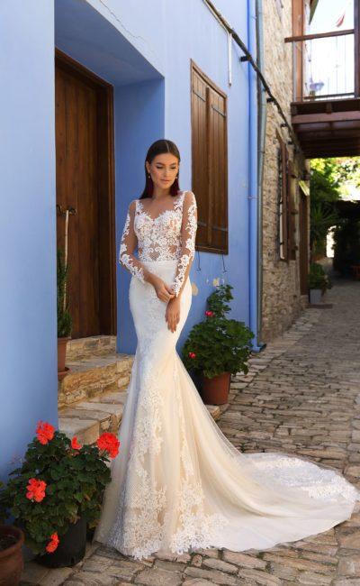 Свадебное платье «русалка» с длинным рукавом и шикарным шлейфом.