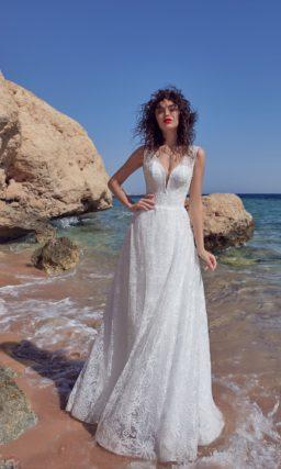Свадебное платье с открытой спинкой и цветочным кружевным декором.