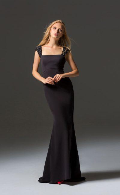 Красивое черное коктейльное платье