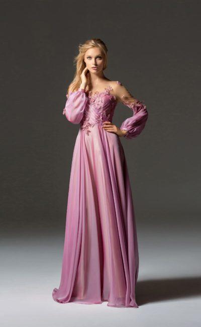 Розовое платье с широким рукавом