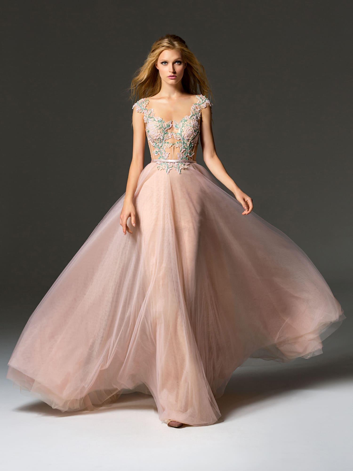 cd4f33de10f5a70 Вечернее платье розового цвета с зеленым кружевом и многослойной юбкой.